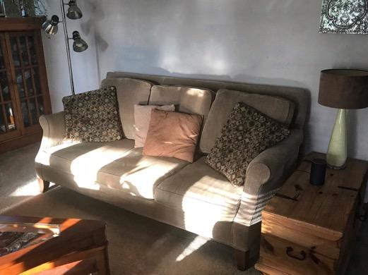 couch_livingroom_hickoryhill_frontroomfurnishings_masked_375kb_hdr-deepsky_072518-2018-08-13-15-51.jpg